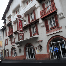 Devanture du casino de Vic-sur-Cere